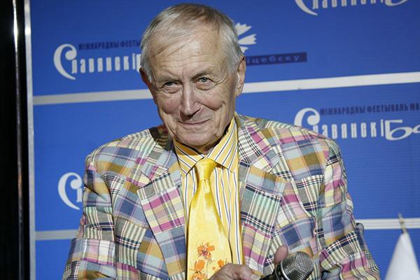 Евгений Евтушенко любил ярко одеваться и занимался дизайном одежды