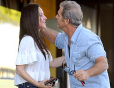 Мела Гибсона застали за пикантным занятием прямо на улице