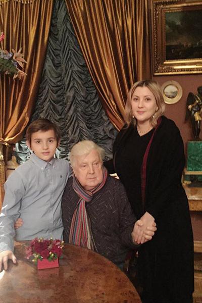 Илья Глазунов с дочерью Верой и внуком Ильей