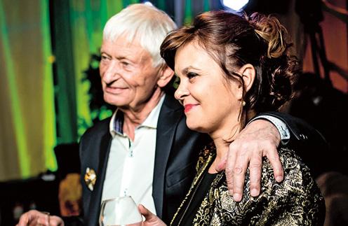 На праздновании 80-летнего юбилея Николай Петрович принимал поздравления вместе с Ниной