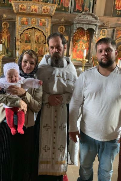Внучка Олега Стриженова крестила дочь