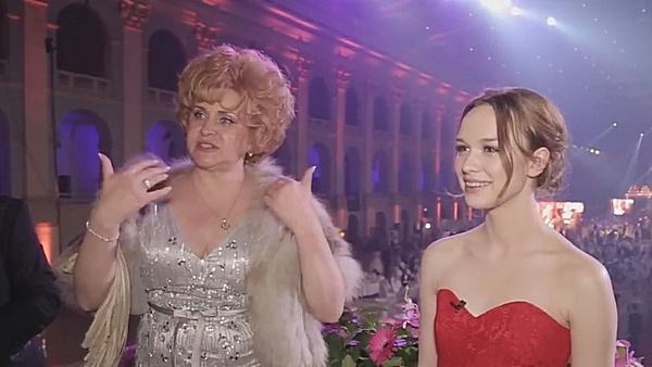 Диана Шурыгина вышла в свет в красном платье