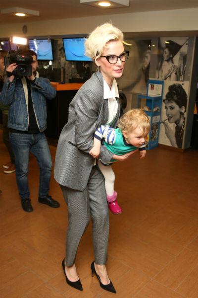 Все внимание гостей в этот вечер было приковано к маленькой дочери артиста