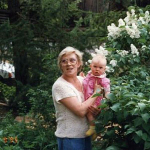 Анна опубликовала свое детское фото с Алисой Фрейндлих