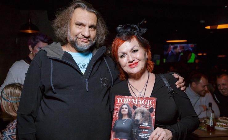 Несколько лет назад Диля с супругом посещали презентацию первого глянцевого журнала о магии «TOP MAGIC»