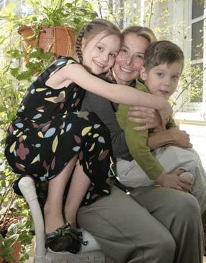 Высоцкая с детьми