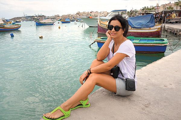 На рыбацкой пристани Ани и Мурат поужинали морским окунем на гриле, морепродуктами...