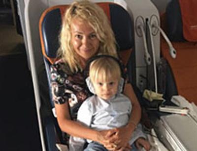 Яна Рудковская подарила сыну Саше малыша