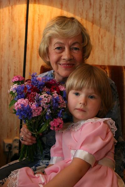 Саша жила с бабушкой почти с самого рождения