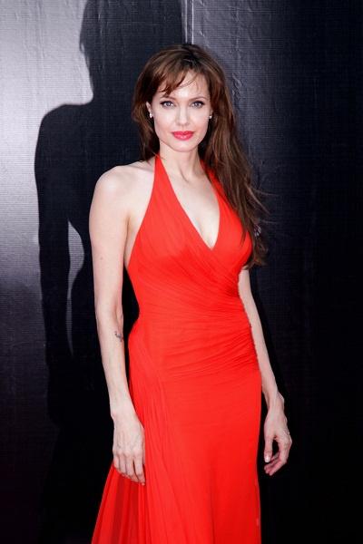 Джоли, ставшая звездой при Билли, не пропускала ни одного светского мероприятия