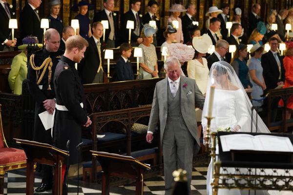 Меган отвел к алтарю принц Чарльз
