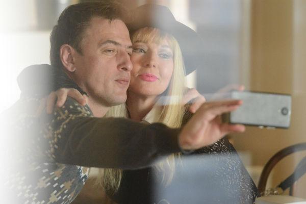 Елена и Олег встречаются уже около полугода