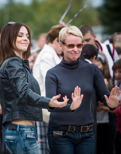 Ирина Медведева и Жанна Эпле танцевали под оркестр