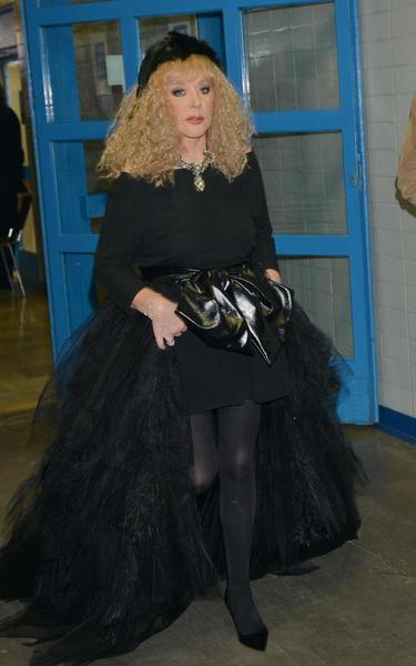 Примадонна лучше: наряд Леди Гаги на инаугурации оказался копией платья Аллы Пугачевой