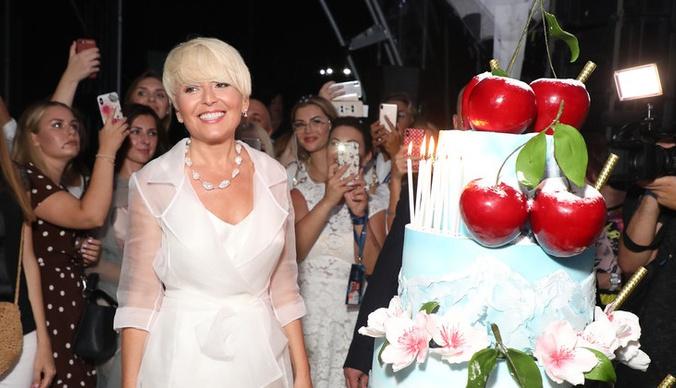 Торт с вишней, слезы Лолиты и жаркие танцы Глюк'oZы: как прошла вечеринка Анжелики Варум