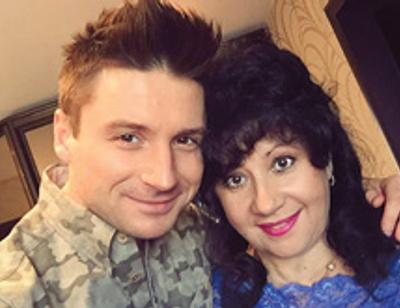 Сергей Лазарев прервал работу ради мамы