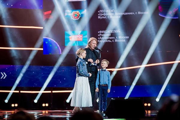 Виктор Дробыш с детьми