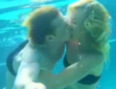 Ольга Бузова и Дмитрий Тарасов снялись в чувственном видео под водой