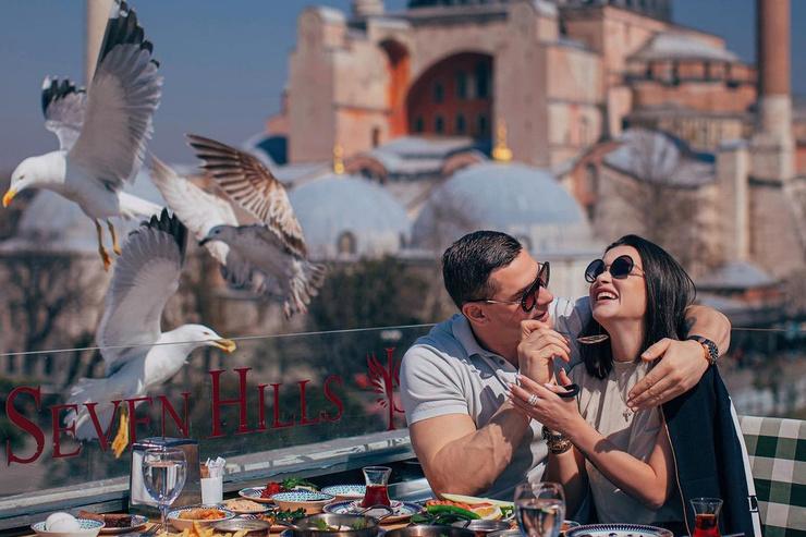 Еще в начале весны влюбленные вместе ездили в Турцию