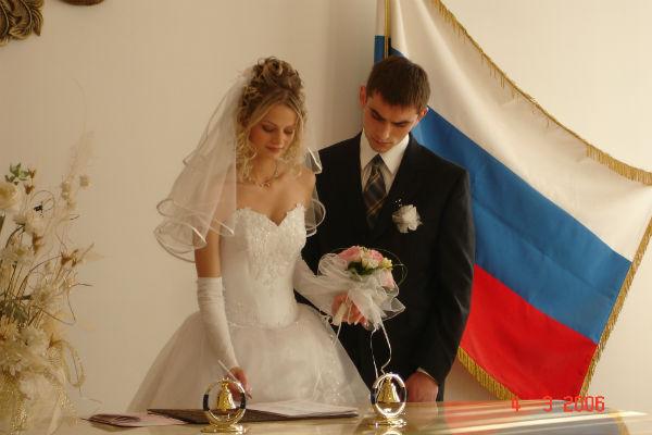 На свадьбе Сережи и Насти в 2006 году было много родственников и друзей