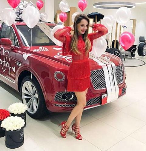 Анна Калашникова получила в подарок авто за 20 миллионов