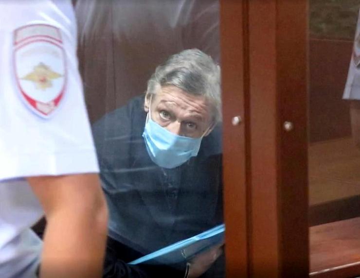 Лжесвидетелей по делу Михаила Ефремова положили в психбольницу