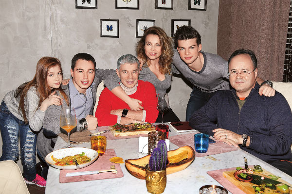 Семья в полном составе