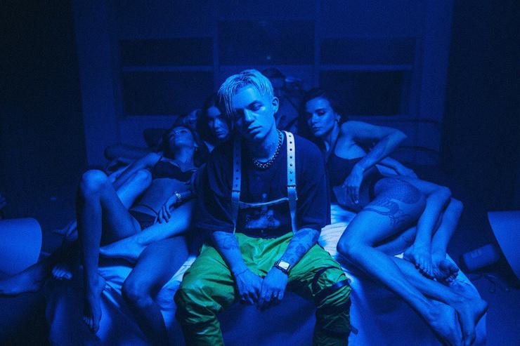 Главным поводом для критики рэпера остались провокационные тексты песен