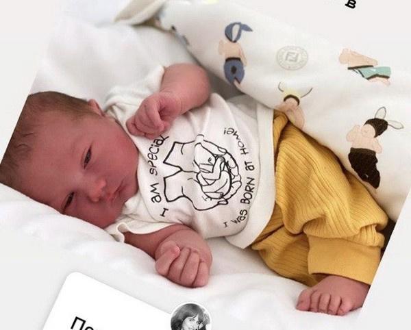 Саша Зверева показала лицо новорожденного малыша