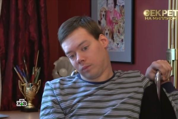 Владимир Епифанцев помогает маме содержать Петю