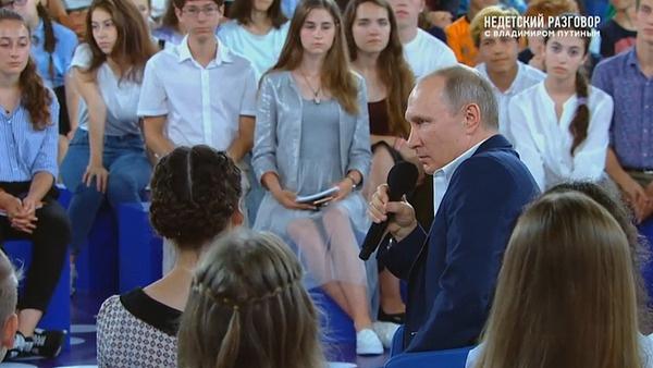 Владимир Путин сообщил, что редко пользуется Интернетом