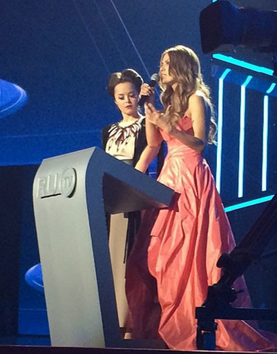 Ведущие церемонии Виктория Боня и Наталья Медведева