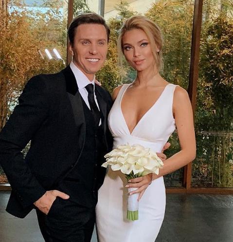 Александр и Ульяна Беловы во время регистрации брака