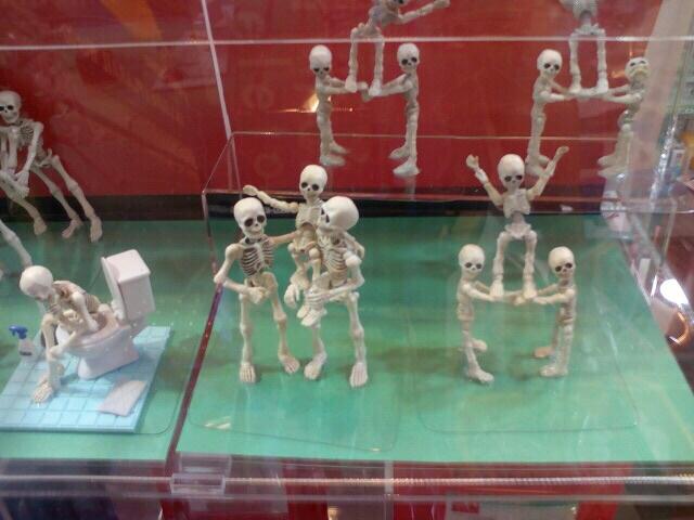 Поспорить с популярностью чебурашек в японских магазинах игрушек могут только скелеты