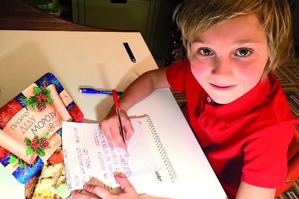 В письме Деду Морозу мальчик «заказал» космический корабль