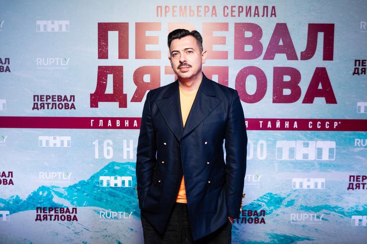 Дизайнер Денис Симачев создал капсульную коллекцию для сериала