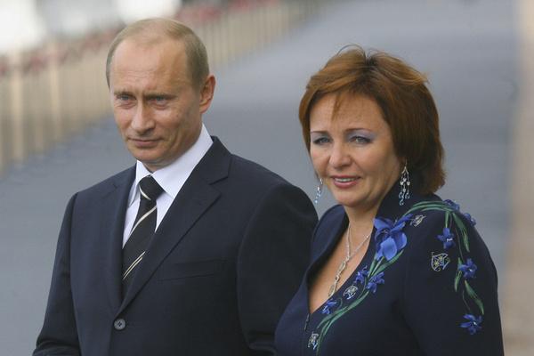 Владимир Путин сохранил дружбу с бывшей супругой
