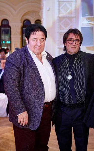 Александра Викторовича связывает многолетняя дружба с маэстро Юрием Башметом