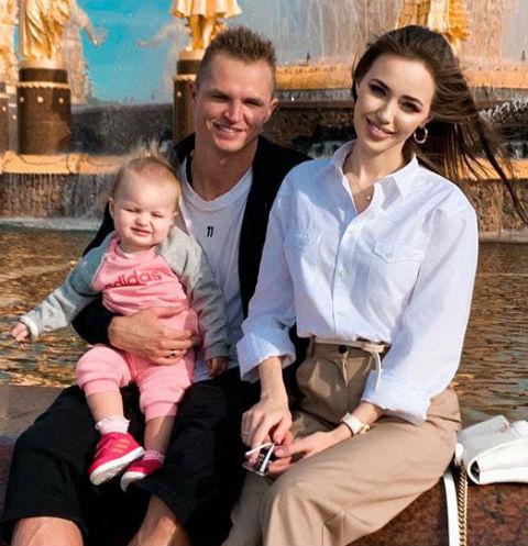 Анастасия Костенко с Дмитрием Тарасовым и дочкой Миланой