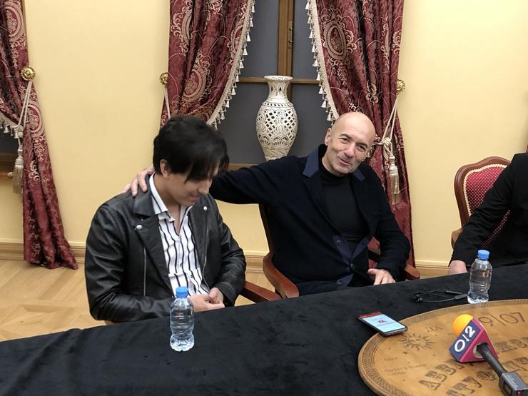 Димаш и Игорь Ктутой на пресс-конференции