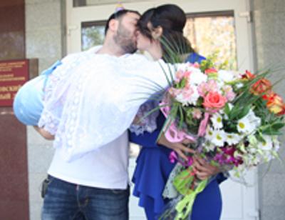 Александр Гобозов забрал Алиану из роддома