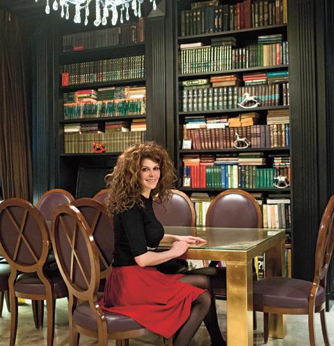 Сердце дома – библиотека. Мянник обожает книги, они стоят повсюду