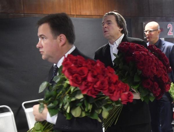 Президент Континентальной хоккейной лиги (КХЛ) Дмитрий Чернышенко и Генеральный директор Первого канала Константин Эрнст
