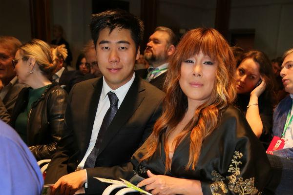 Анита Цой с сыном
