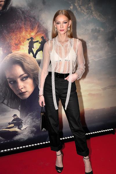 Актриса на премьере фильма «Герой», Москва