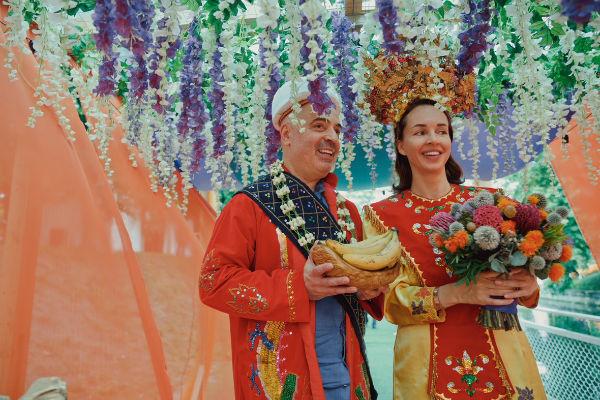 Церемония получилась колоритной и невероятно романтичной