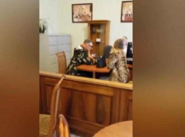 Шнуров и его таинственная пассия подают заявление в ЗАГС