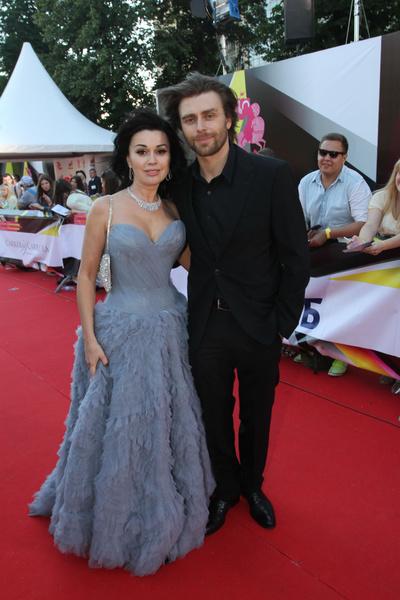 Анастасию Заворотнюк поддерживает супруг