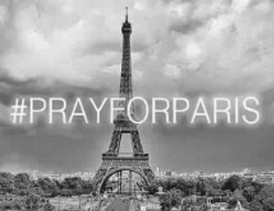 Звезды скорбят по погибшим в терактах в Париже