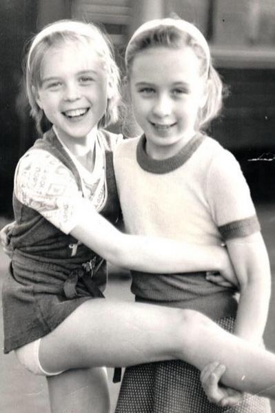 Лика Павлова с сестрой Кристиной